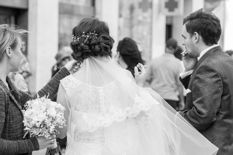 Wedding Bride Smoking Ciggarettes Weddings Around The World Bride And Groom Groom Streetphotography Black And White
