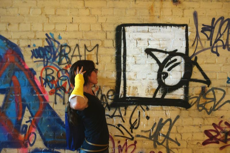 Communication Perfect Match Broken Arm Graffiti Street Art Spray Paint Wall - Building Feature Real People Lifestyles Makemoreportraits The Photojournalist - 2017 EyeEm Awards The Portraitist - 2017 EyeEm Awards Taking Photos Eyeemphotography Art Is Everywhere Portrait Streetphotography Color Photography From My Point Of View One Woman Only Sommergefühle