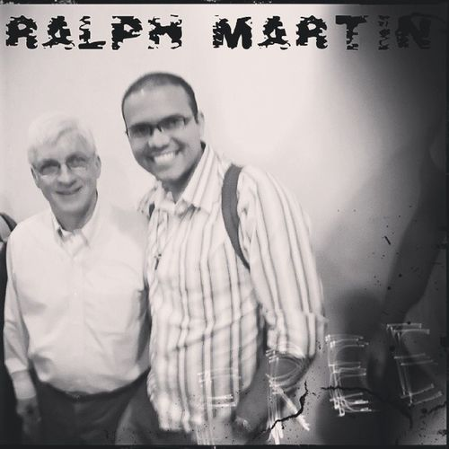 """A foto não ficou das melhores, mas preciso repassar. Este é Ralph Martin, um dos homens que deram força à Renovação Carismática Católica no mundo. Um prazer imenso ouvir sua história de vista. """"Cada vez que olhar para esta foto ore por mim"""", foi o que ele nos pediu. Assim farei. Semin árioDePregadores God RalphMartin"""