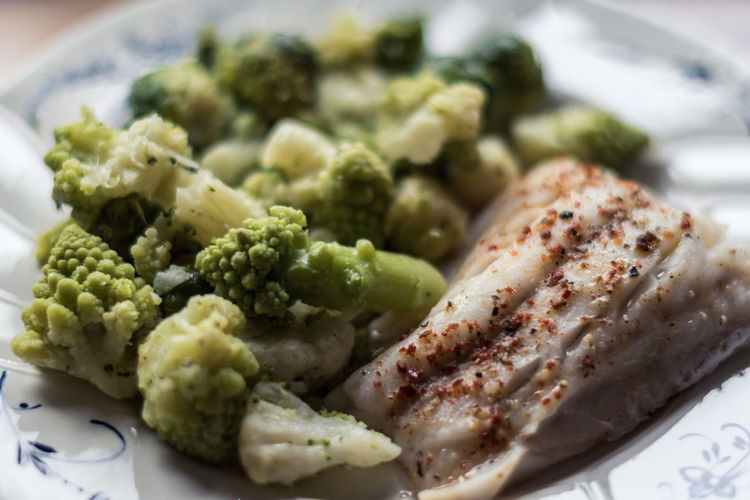 Broccoli Close-up Day Delicious Delicious Food Delicious ♡ Fish Fish Meal Food Food And Drink Freshness Healthy Eating Indoors  No People Plate Ready-to-eat Vegetable