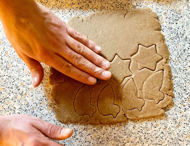 Backen♡ Backen Mit Liebe Backen ♥ Backe Backe Kuchen Handmade Hände Backenmachtglücklich Cake♥ Christmastime Bakerylove Bakery Human Hand Hand Human Body Part One Person Making Indoors  Real People Body Part Finger Human Finger