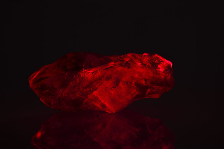 Black Background Close-up No People Red Studio Shot Crystal Quartz Oxygen Silicon Macro SiO4 Sio2 Amethyst Indoors  Geology Gemstone  Mineral Laser Kryptonite