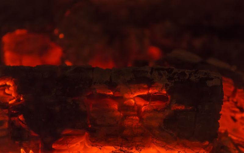 Holz Kaminfeuer Kaminholz Oven Wood Wärme Burning Close-up Cozy Cuddling Fire Fireplace Firewood Flame Gemütlich Heat Heat - Temperature Indoors  Kamin Kuscheln  Night No People Red Warmth