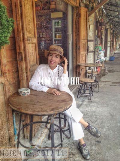 Chilling on Sunday Sunday Morning #chilling #hostelbangkok #colalight #bangkokoldtown #canalbangkok