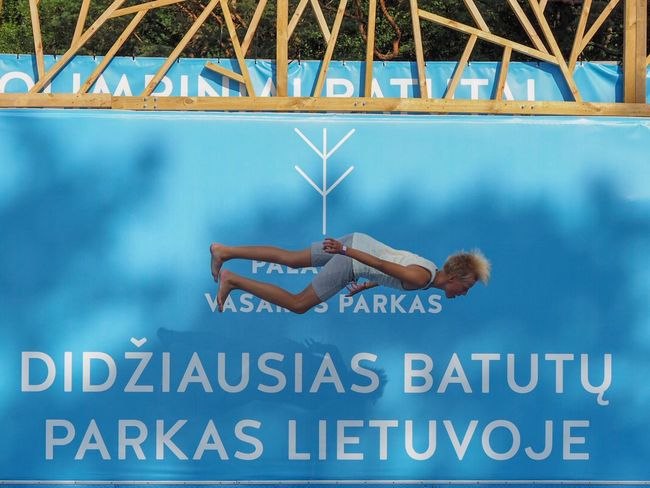 Levitation Parcour Parcours Sportifs Text Western Script Communication People Day Lifestyles Leisure Activity Blue Real People Lying Down