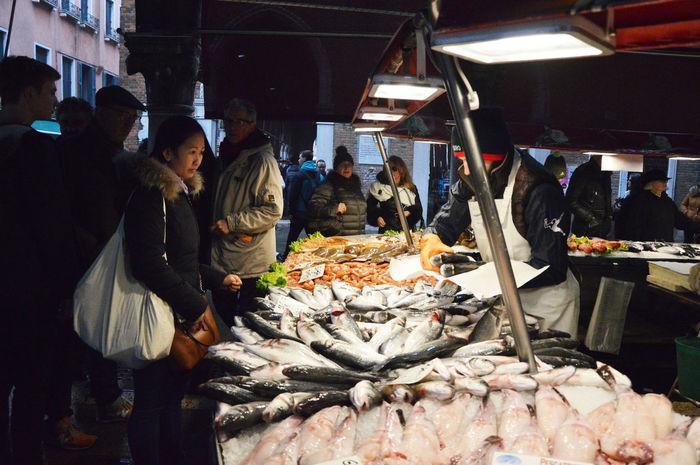 Venice Market, Italy Customer  Customers Customerservice Fish Market Fish Market !!! Fish Markets Fish Monger Fish Monger Fisherman Fishermen Fishmonger Fishmonger's Fishmonger's Shop Fishmongers Food Freshness Fruit Fruit Market Fruits Market Market Fish Orange Oranges Venice Venice, Italy