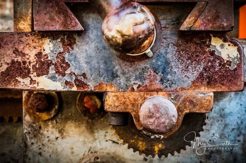 Colors Old Machinery Old Machines Metal Art Metal Structure Rusty Metal Colorful Art Is Everywhere