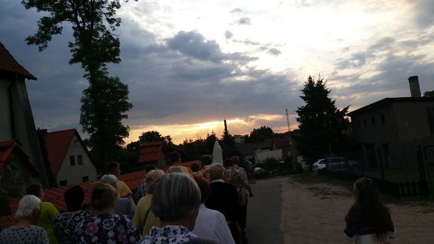 13 may 2018. 101 st. anniversary of Fatima apparition. Holy Mary, Woman clothed in the Sun. Holy Rosary procession with Our Lady statue in Jedwabno parish. Sun Rays Photojournalism Sunset Holy Mary Procession Rosary Rosario Fátima Fatima ❤️ 13 May Church Eucharist Sunset Silhouettes Celebration City Cityscape Sunset Sky Architecture Cloud - Sky The Photojournalist - 2018 EyeEm Awards
