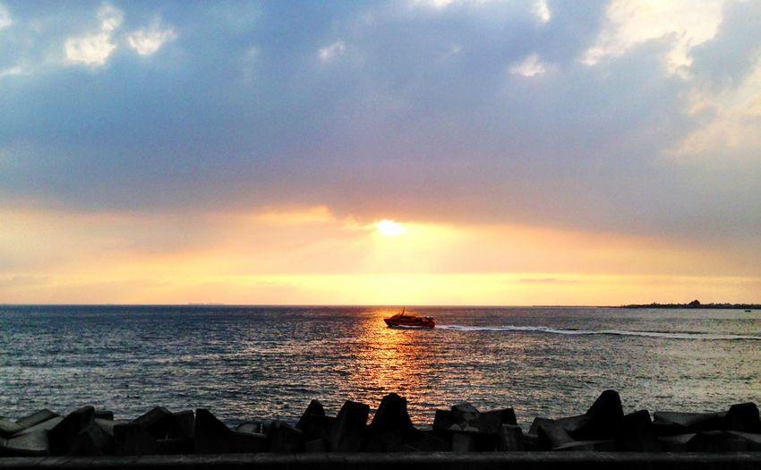 落霞 Sunset Boats Seaview