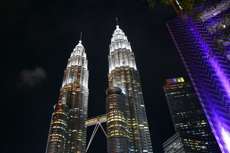 Spires of the petronas twin towers with cloudy background during a rainy day