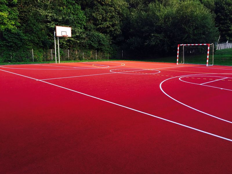 Sportplatz Sport Red Tree Court Running Track Tranquility Single Line Basketball Solitude Remote Track And Field Tranquil Scene Playing Field Surface Level Outdoors Competitive Sport Non-urban Scene Long
