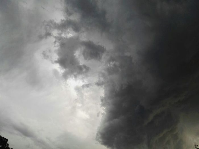 The Beautiful Sky Before The Storm Storm Cloud Sky Thunderstorm Beauty In Nature Dramatic Sky Day Cloud - Sky Weather Cloudscape No People Outdoors Nature Storm Gray