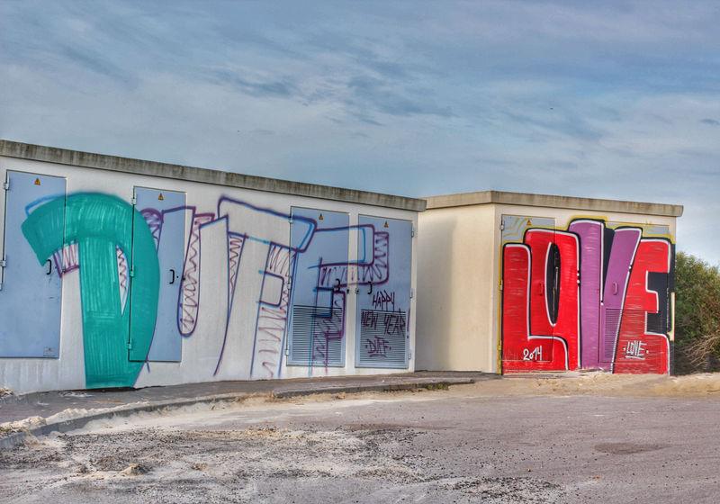 Art Blue Built Structure Day Graffiti Graffiti Graffiti Art Graffitiporn Grafitti Grafitti Art Grafitti Art. Grafitti Street Art Grafitti Wall Grafitti Writing Grafittiart Grafittiporn Grafittiwall Multi Colored No People Outdoors Red Sky Street Art