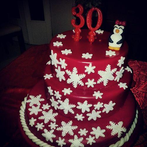 Pingüino 30anni Cake Cakedesigner fondant pastadizucchero auguri @eryalex pastadizucchero cioccolatoplastico cakedesigner cake @cake.official