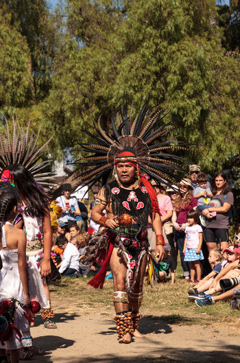 San Diego, CA, USA – November 28, 2017: Aztec dancers celebrate Dia de los Muertos Day of the Dead in Mission Valley and Old Town in San Diego, California Aztec Dancers Celebration Day Of The Dead Dia De Los Muertos Holiday Man Mexico Old Town Performer  Tradition Traditional Clothing Woman Aztec Culture Dancers Feather Head Dress Headdress Historic Mexican Performance Performers South America Traditional