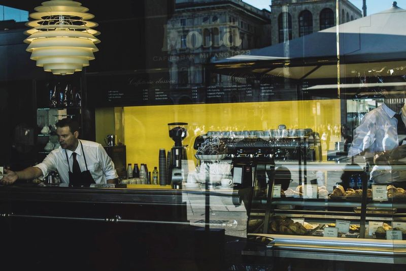 Streetphotography at Bar Motta. Thank you people ❤️ Milan Reflection Workers Coffe