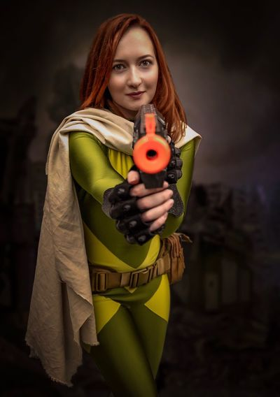 NYCC 2018 Cosplayer Cosplay Nycc2018 NYCC One Person Standing Young Adult Portrait Looking At Camera Holding Three Quarter Length Beautiful Woman Young Women Hairstyle Front View Adult