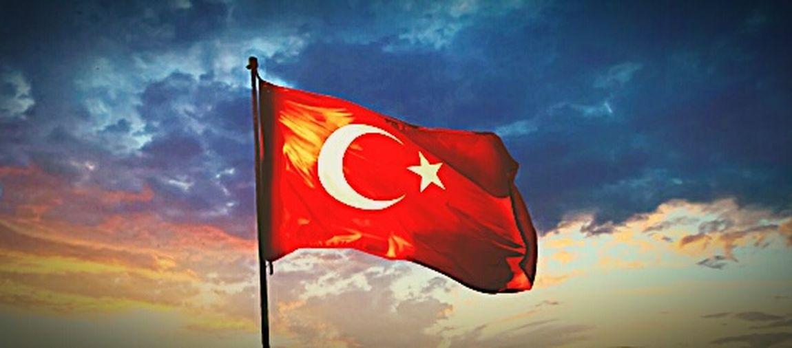 NE MUTLU TÜRKÜM DİYENE AL SANCAK Mehmetcik Sehitler ölmez Vatan Bölünmez First Eyeem Photo