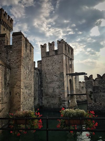 Sirmione Castelo Scaligero Architecture Built Structure Cloud - Sky Sky History The Past Travel Destinations Low Angle View Castle Flower