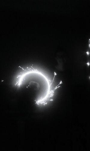 Vēlā naktī dedzu sveci Blackandwhite