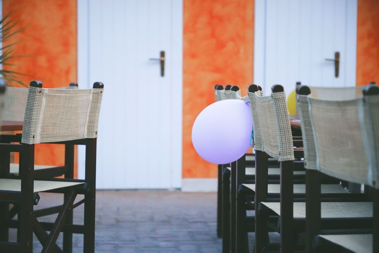 Balloon Balloons Party Birthday Cake Birthday Birthday Party Decoration Decorations Decorative Art Table Chair Chairs Chairs And Tables Doors Bagno Outdoors Lovely Seat Focus On Foreground Day Architecture Close-up Wood - Material