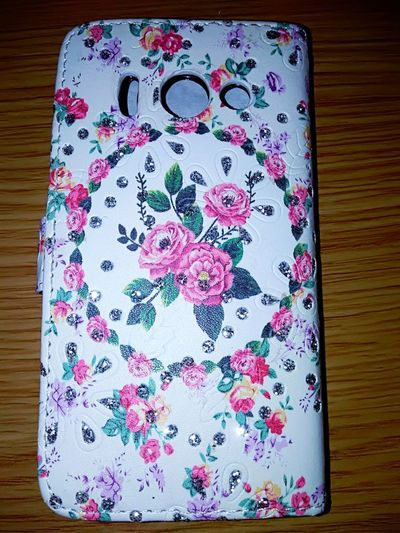 nice phone cover Details Rose - Flower Pink Rose Design Phone Phone Cover  New Phone Cover Enjoying Life Close-up Indoors  No People Selective Focus Pattern, Texture, Shape And Form Pattern Pink Color Red Single Object Still Life Directly Above Technology I Can't Live Without Connection Table Close-up Floral Pattern Colored Pencil Colorful Variety Art And Craft Equipment