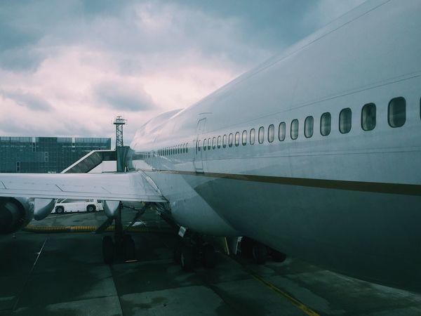 Big United Airlines Boeing 747 is big. Homebound via UA902.