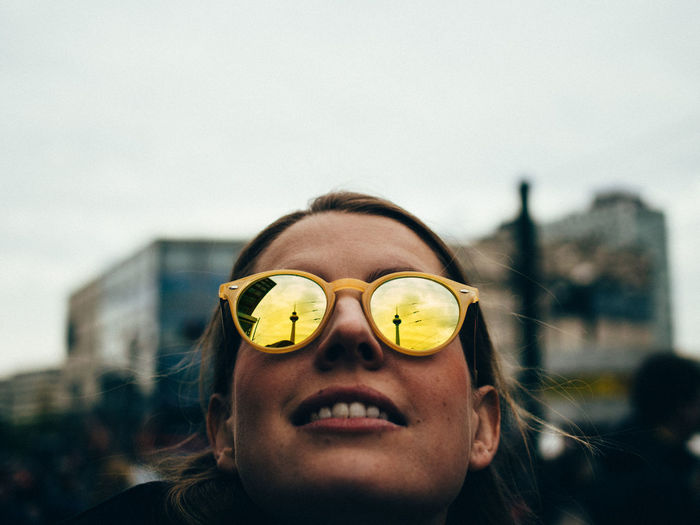 Close-up of woman wearing sunglasses against sky