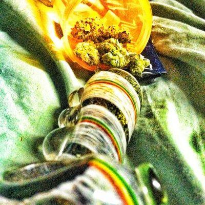 Smoking That  Ganja With A rastacolorpipeganjakusharmyweedarmyweedmaddnesshighlifestonerprideherbherblessmarijuanamaryjaneogguysthatsmokeweedgirlsthatssmokeweedwatchoutstonerkingsky'sthelimit