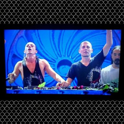 3 Are Legend :') gracias youtube Live Dimitrivegas Likemike Steveaoki