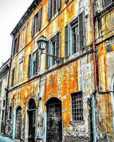 """Back Streets"" Centralrome Romacentrale Italy Italia Italianarchitecture Repostromanticitaly Noidiroma Fb Photobydperry Travelitaly Traveling Building Architecture Lazio World_beststreet"