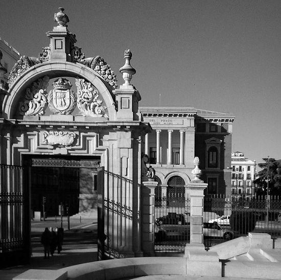 Arquitecture Black & White El Retiro Façade
