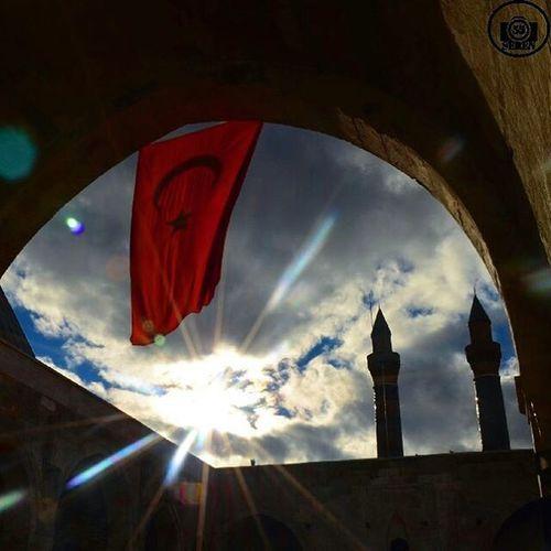 ~ Elimde tüfenk, gönlümde iman, Dileğim iki: Din ile vatan... Ocağım ordu, büyüğüm Sultan, Sultan'a imdad eyle Yarabbi! Ömrünü müzdad eyle Yarabbi! Yolumuz gaza, sonu şehadet, Dinimiz ister sıdk ile hizmet, Anamız vatan, babamız millet, Vatanı mamur eyle yarabbi! . Milleti mesrur eyle Yarabbi! Sancağın tevhid, bayrağım hilal, Birisi yeşil, ötekisi al, İslam'a acı, düşmandan öc al, İslam'ı abad eyle Yarabbi! Düşmanı berbad eyle Yarabbi! Cenk meydanında nice koç yiğid Din ile yurt için oldular şehid Ocağı tütsün,sönmesin ümid Şehidi mahzun etme Yarabbi! Soyunu zebun etme Yarabbi! Kumandan,zabit babalarımız. Çavuş,onbaşı,ağalarımız, Sıra ve saygı,yasalarımız. Orduyu düzgün eyle Yarabbi! Sancağı üstün eyle Yarabbi! Minareler süngü,kubbeler miğfer, Camiler kışlamız, müminler asker, Bu ilahi ordu dinimi bekler, Allahu Ekber,Allahu Ekber. ~ 18 Mart Çanakkale Zaferimiz Kutlu Olsun. Şehitlerimizi rahmetle Anıyoruz. Hayırlı Cumalar. ~ Enisercan 18Mart çanakkale Zafer 18martçanakkale zaferi Fotografsayfasi Birkadraj Vs VSCO Vscogood Vscocam 4f4 Photo Followforfollow Life Likeforlike Tags Tagsforlikes Tagsforlike Instagram Instagood Nikon Nikontop Instalike Sunset repostguncel