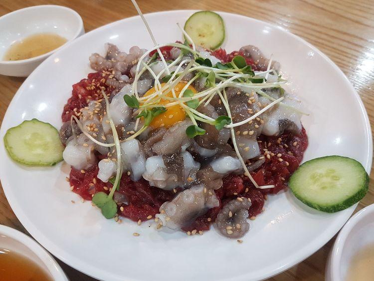 Randomshot Foodporn Foodphotography Travel Photography Live Octopus Raw Beef Korean Food Koreanfood Korean Culture EyeEmNewHere EyeEm Selects EyeEm Plate Bowl SLICE Vegetable Close-up Food And Drink