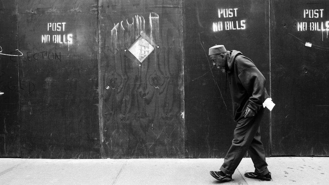 Charles Walking Side View Shootermag New York City This Week On Eyeem EyeEm Best Shots NYC Hipstamatic Street Photography EyeEm Best Shots - Black + White City Life Ricoh Gr
