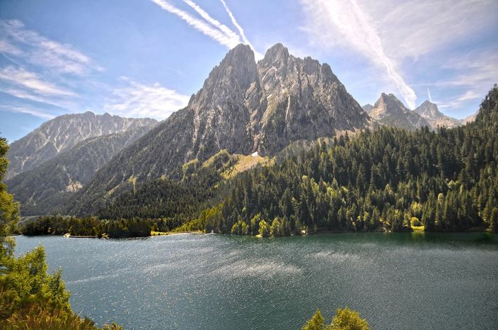 Pirineos Pirineos Pirineos View Montain Lake Montainscape High Mountain Lake High Mountain Tree Mountain Pinaceae Pine Tree Lake Sky Landscape Mountain Range Snowcapped Mountain Mountain Peak Rocky Mountains Geology Natural Landmark