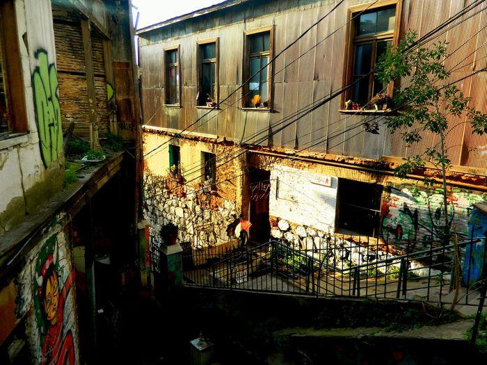 Valparaiso y sus miles de calles y pasajes escondidos en los cuales encuentras magia y nostalgia, un lugar que nunca terminará de sorprender Valparaíso Chile Old Buildings From My Point Of View Citytoursguide City Street Artistic Walking Around The City  Urbanlandscape Southamerica Fantasy Historic Older Photos The OO Mission