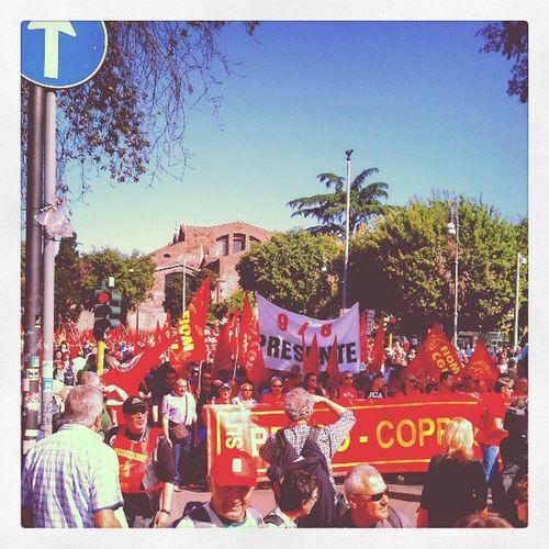 Tourisme original : a Roma ,Piazzarepublica , fare una Manifestazione con Fiom