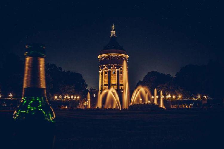 People And Places Mannheim Bei Nacht. Der Wasserturm .