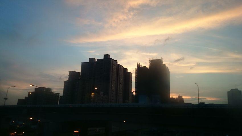 工作日的天空總是很漂亮