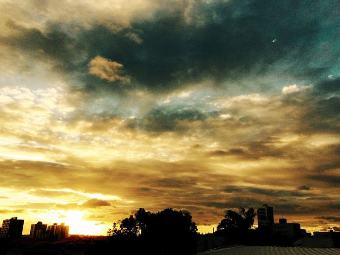 Um lindo Pordosol Sunset em CampinaGrande no lindo estado da Paraíba Brazil !!! EyeEm Nature Lover Sky Collection Sky And Clouds Sunset Silhouettes Sunset_collection