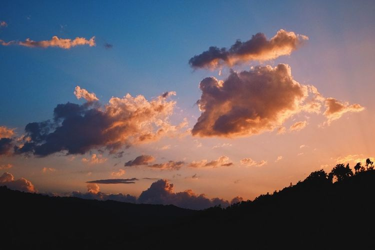 Sunset in Umbria. Big Clouds Blue And Gold Clouds Cloudscape Farmland Fluffy Clouds Golden Clouds Golden Hour Landscape Landscapes Sunset
