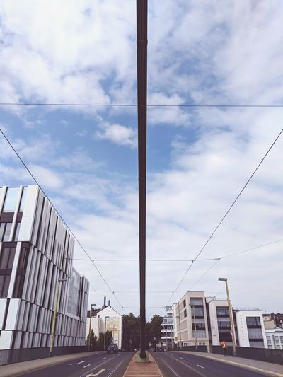 Urbano Düsseldorf Traveling Pixel2 City Sky Architecture Cloud - Sky Building Exterior Telephone Line Office Building vanishing point The Way Forward Empty Road Skyscraper Diminishing Perspective Urban Scene Cityscape 10 The Architect - 2018 EyeEm Awards