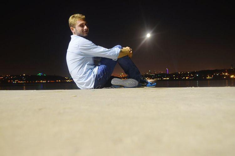 Birşeyler aklımı başımdan alır ... Akşam Dolunay🌛 Boğaz Deniz