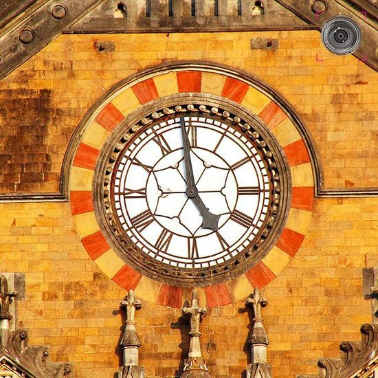 ~~~~~~~~~~~~~~~~~~~~~~~~~~~~~~~ CLOCK 🕒 ON CHHATRAPATI SHIVAJI TERMINUS / VICTORIA TERMINUS FACADE ~~~~~~~~~~~~~~~~~~~~~~~~~~~~~~~ Chhatrapati Shivaji Terminus (CST), formerly Victoria Terminus (VT), is a UNESCO World Heritage Site and an historic railway station in Mumbai, Maharashtra, India which serves as the headquarters of the Central Railways. Designed by Frederick William Stevens with influences from Victorian Italianate Gothic Revival architecture and traditional Mughal buildings, the station was built in 1887 in the Bori Bunder area of Mumbai to commemorate the Golden Jubilee of Queen Victoria. The new railway station was built on the location of the Bori Bunder Station and is one of the busiest railway stations in India,serving as a terminal for both long-distance trains and commuter trains of the Mumbai Suburban Railway. The station's name was changed to its present one in March 1996 and it is now known simply as CST (or CSTM). ~~~~~~~~~~~~~~~~~~~~~~~~~~~~~~~ All images are subject to ©copyright No repost, regram or reproduce without prior permission All rights reserved Mumbai Bombay CST Cstmumbai Vt Victoriaterminus Chhatrapatishivajiterminus Architecture Heritage India Worldheritage Convexrevolution Streetphotography Maharashtra Suburban Railway Queenvictoria Followforfollowback Likeforlikes Clock Indianphotographer Photographers_of_india Instapicoftheday Railwaystation Mumbairailways