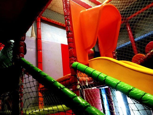 ของเล่น Water Slide Water Red Outdoor Play Equipment Playground Barbed Wire Fence Slide - Play Equipment Water Park Jungle Gym Chainlink Monkey Bars Merry-go-round Schoolyard Nuremberg Swing Chainlink Fence Seesaw Coiled Spring Razor Wire Slide