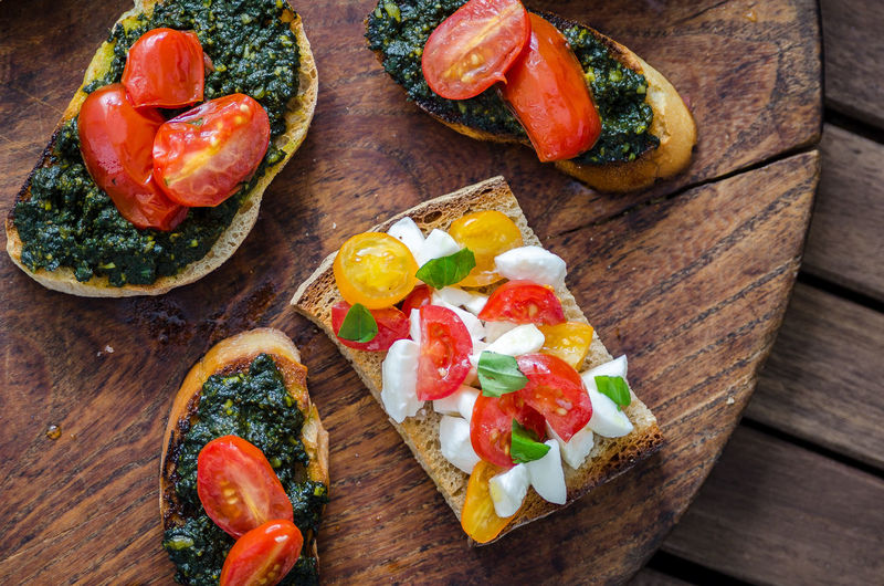 Meal Bread Cutting Board Food Food And Drink Foodphotography Freshness Garnish Gourmet Healthy Eating Indoors  No People Organic Plate Ready-to-eat Spinach Still Life Table Tabletop Tomato Vegetable Vegetarian Food Wellbeing Wood - Material Yummy