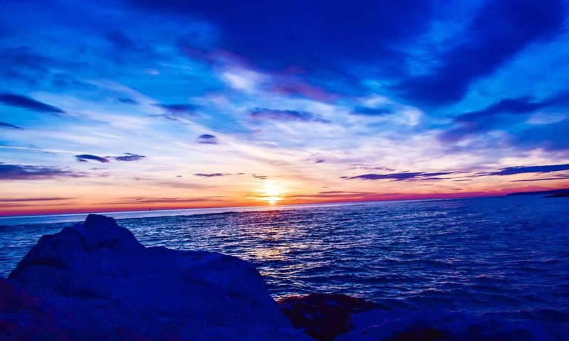 A beautiful day Sunrise Sunrise Silhouette Sunrise_Collection Sea Seascape Sun Colorful Colors Skyporn Sky Sea And Sky Sky_collection