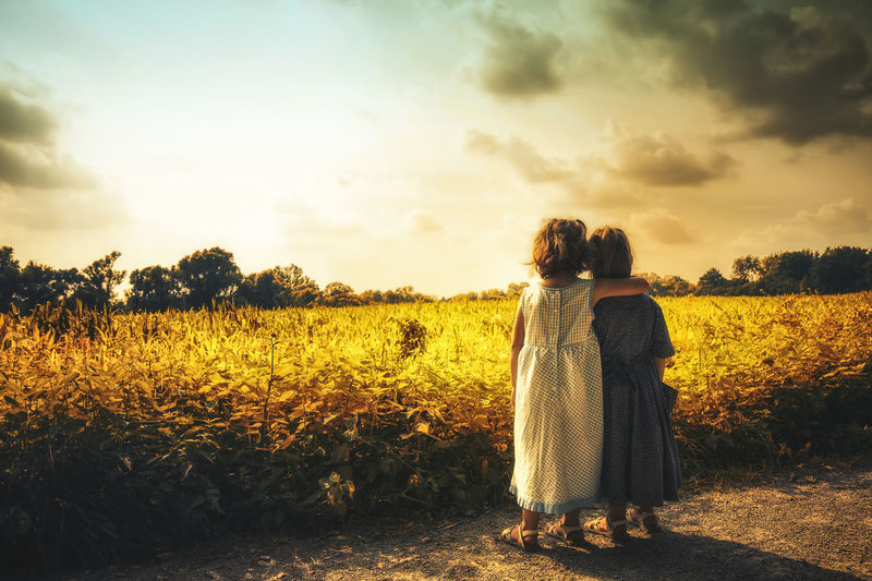 Sisters Kids Of EyeEm Children Family Kids Kids Being Kids Sister Sisters Arm Around Child Childhood Children Only Cloud - Sky Field First Eyeem Photo Kid Land Love Positive Emotion Rear View Sky Standing Sunset Togetherness Twin Twins Two People EyeEmNewHere