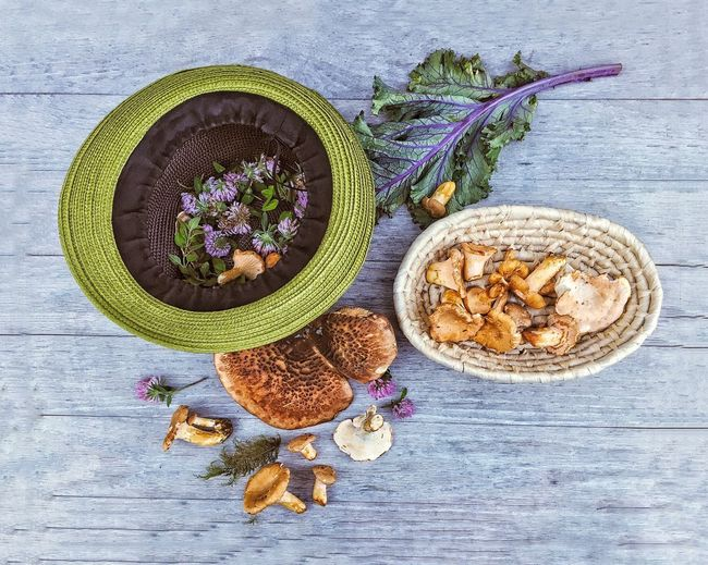 Beauty In Ordinary Things Arrangement Edible Mushroom Flower High Angle View Foodphotography Autumn Freshness Chanterelle Mushrooms